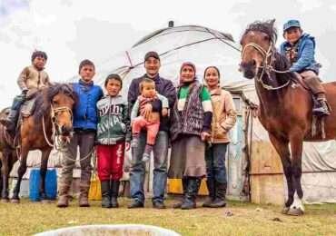 Family mongolia 370x260 Mongolia