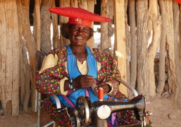 Namibia dettaglio artigianato etnia herrera naturaviaggi 370x260 Namibia Grand Tour nell 8217 Africa mistica