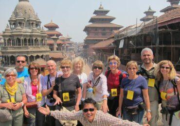 Nepal gruppo felice in kathmandu naturaviaggi 370x260 Nepal